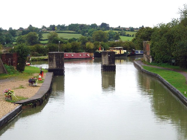 Lower Foxhangers - Kennet  & Avon Canal
