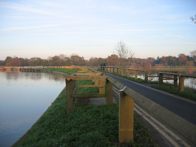 Earlswood Lakes - dividing causeway