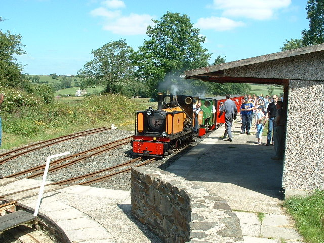 Approaching the turntable at Shelley Station
