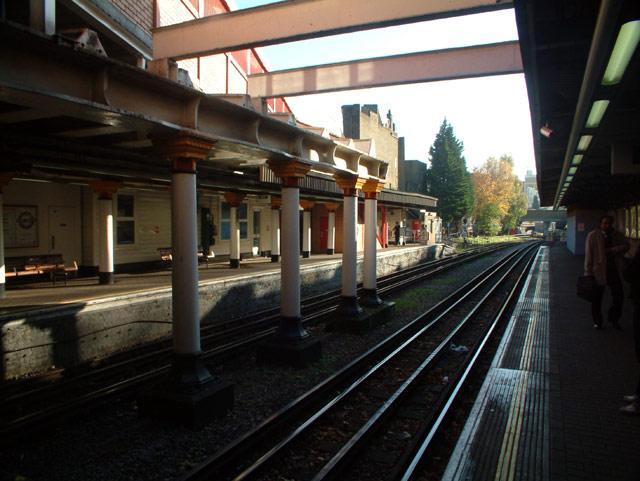 Surrey Quays Underground Station, SE16