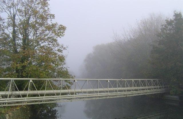 Pipe crossing, Horsemill Stream, Fishers Green