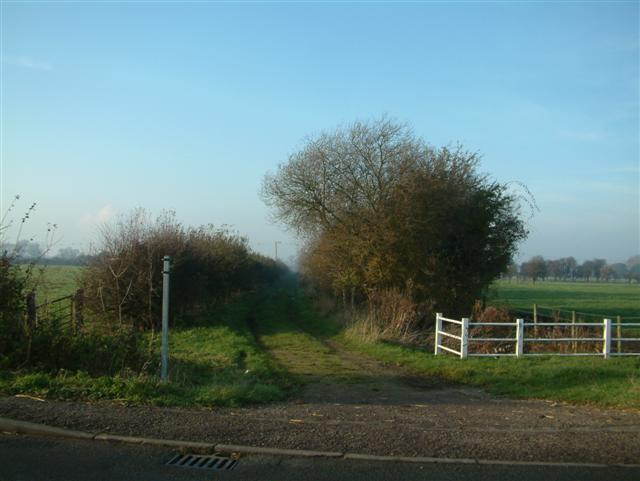 The footpath to Hillgreen Farm