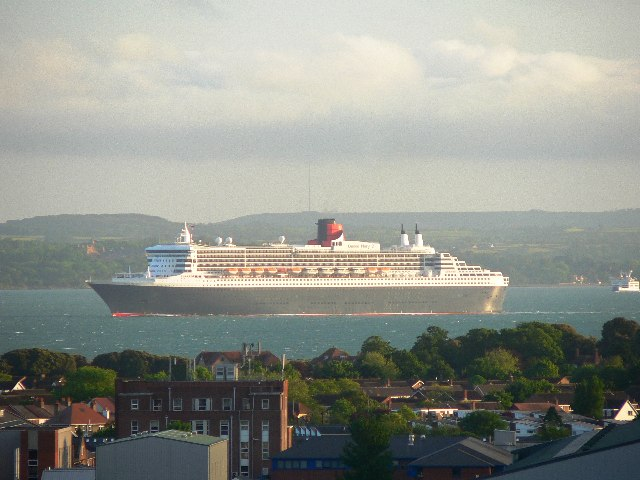 Queen Mary 2 in the Eastern Solent