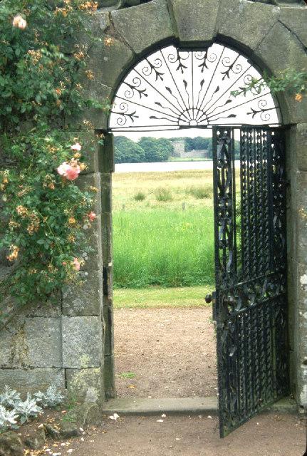 Garden gate of Kinross House .