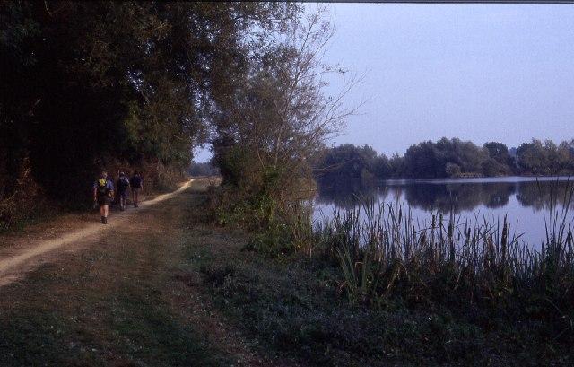 Thames Path north of Waterhay
