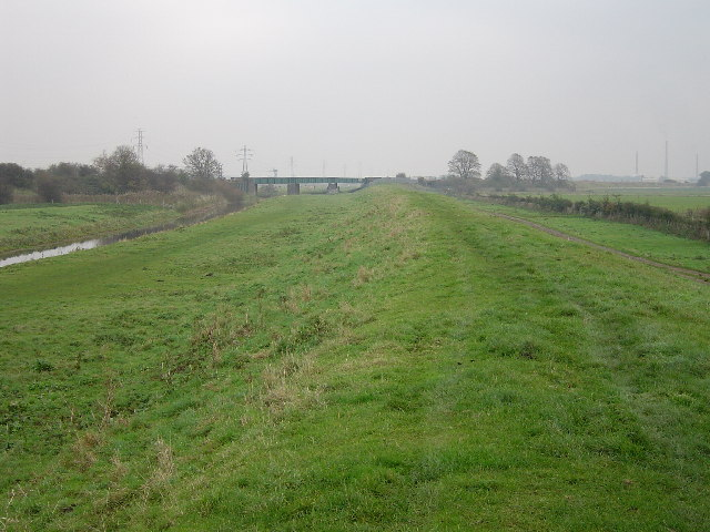 Drain and levee, East of Stanground, Peterborough