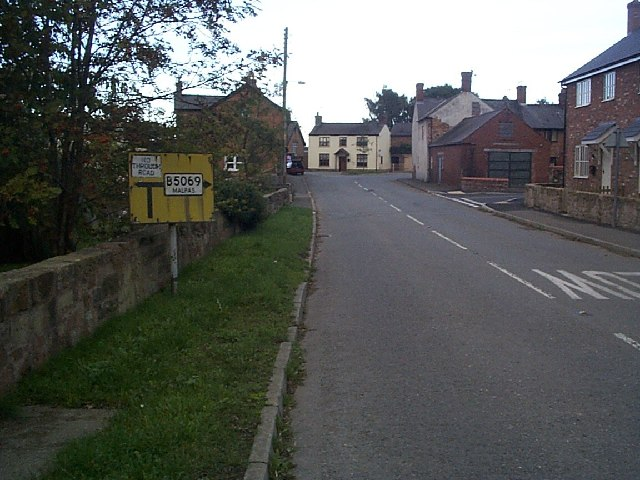 Obsolete road sign at Worthenbury