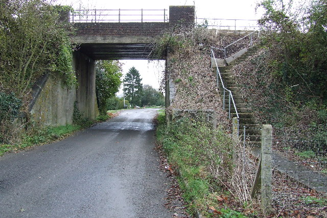 Railway bridge in Nash Lee Road