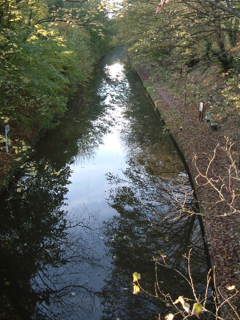 Grand Union Canal, Tring Station : View WNW from road bridge