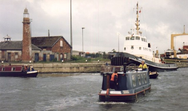 Coming out onto the Ship Canal at Ellesmere Port