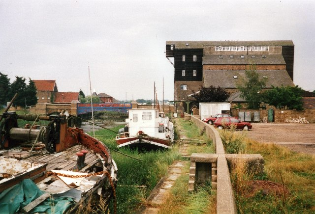 River Crouch and former mill at Battlesbridge