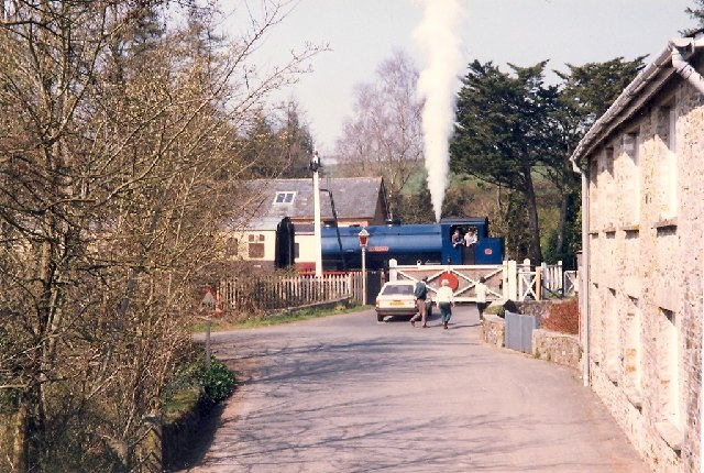Level crossing with steam engine, Staverton