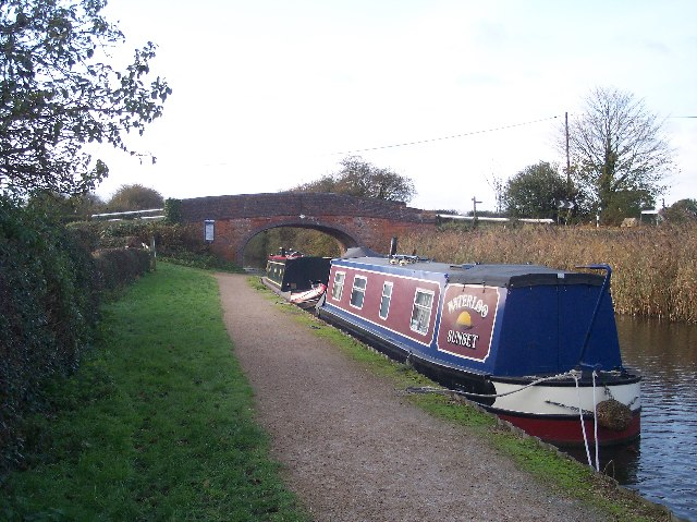 Narrowboats at Tibberton