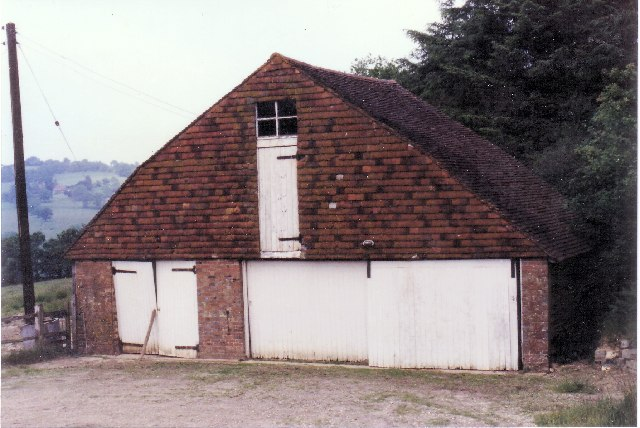 TQ6421 : Garages at Little Poundsford Farm