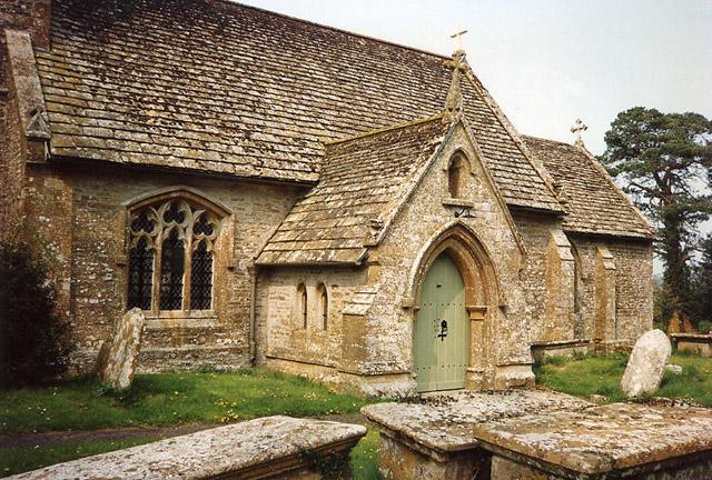 Halstock: churchyard