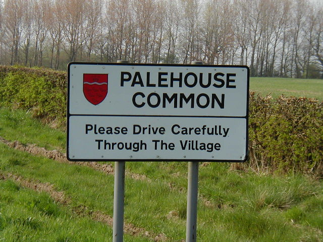 Palehouse Common - sign, hedge and trees