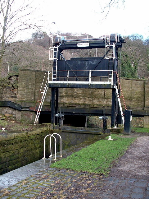 Guillotine Lock, nr Salterhebble Basin