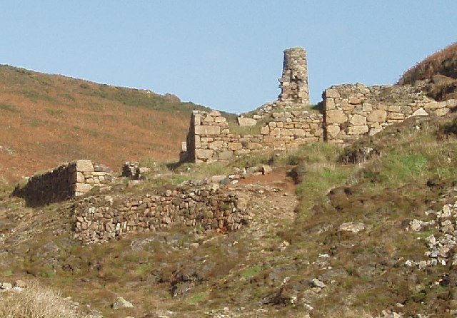 Ruined mine building, Kenidjack Valley
