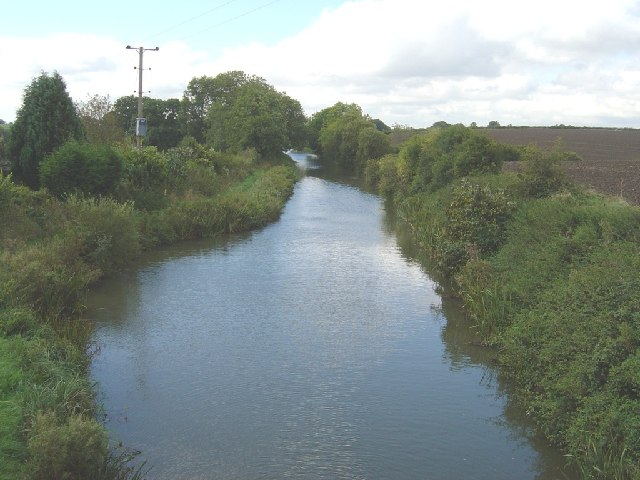 Kennet & Avon canal seen westerly from New Mill Bridge