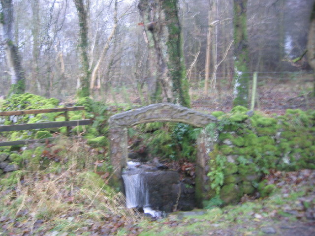 An unusual Arch over the beck.