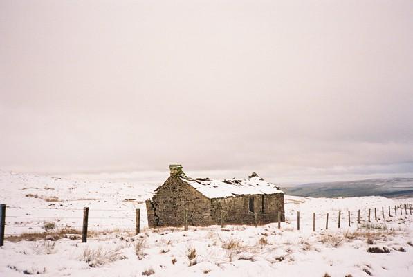 Derelict hut next to Clargill Burn