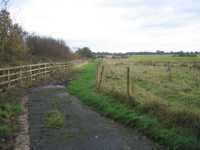 Footpath from Wood End Lane