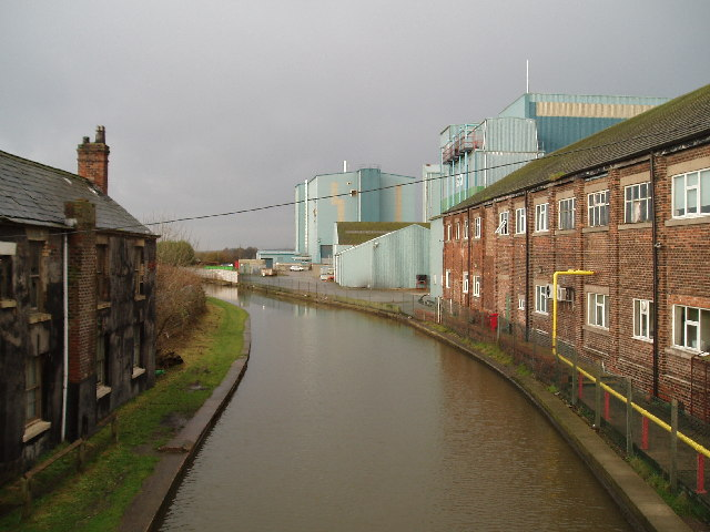 Trent & Mersey Canal from Wincham lane bridge