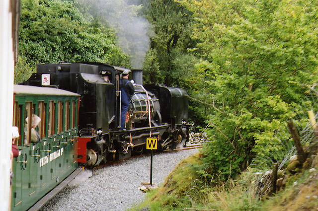 Betws Garmon: train nearing Glan-yr-afon viaduct