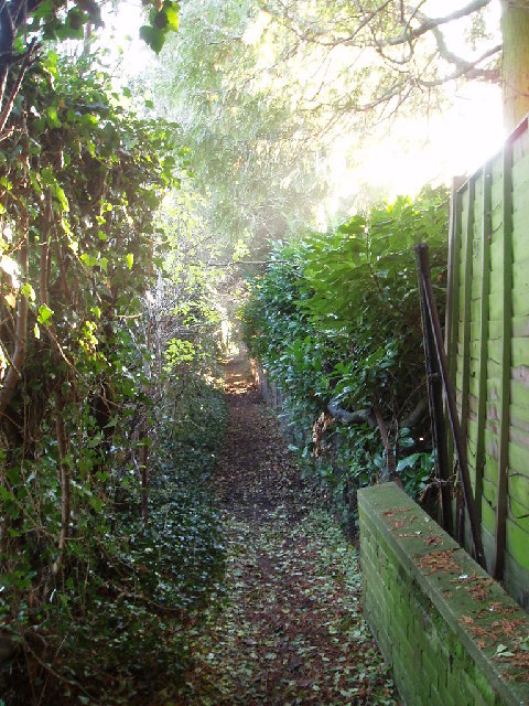 Footpath at the back of Biddenham