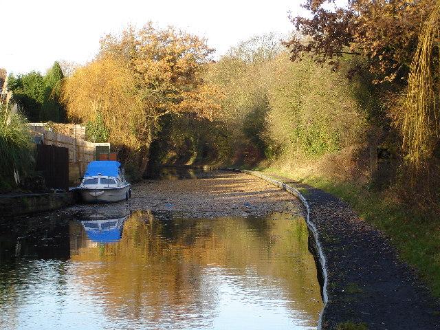 Grand Union Canal just beyond Catherine de Barnes village