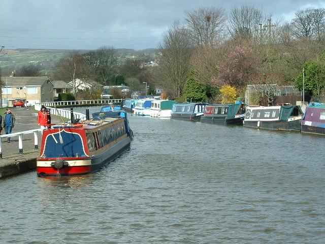 Leeds & Liverpool Canal towards Crossflatts