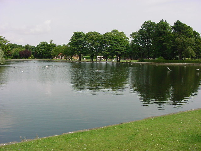 Kirkcaldy: Beveridge Park : Lake