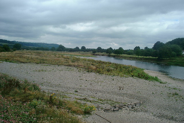 Looking north along the River Wye from Glasbury Bridge