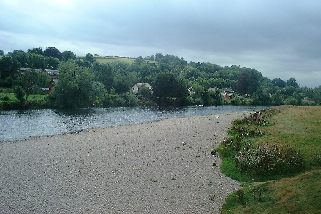 Looking south along the River Wye at Glasbury