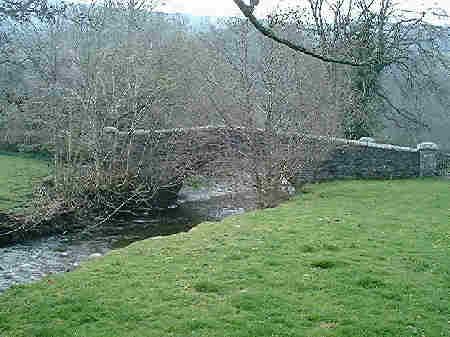 Llanbadarn y Garreg bridge