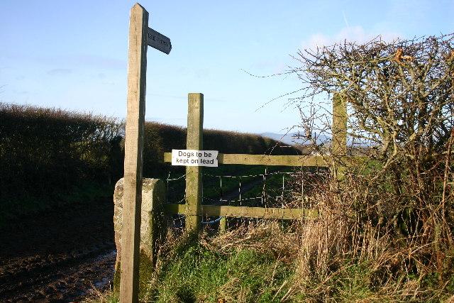 Footpath to Plasketlands Farm