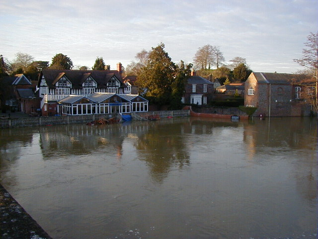 The Boathouse pub at Wallingford under water.
