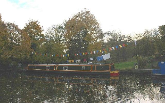 Canal boat mooring near Three Bridges