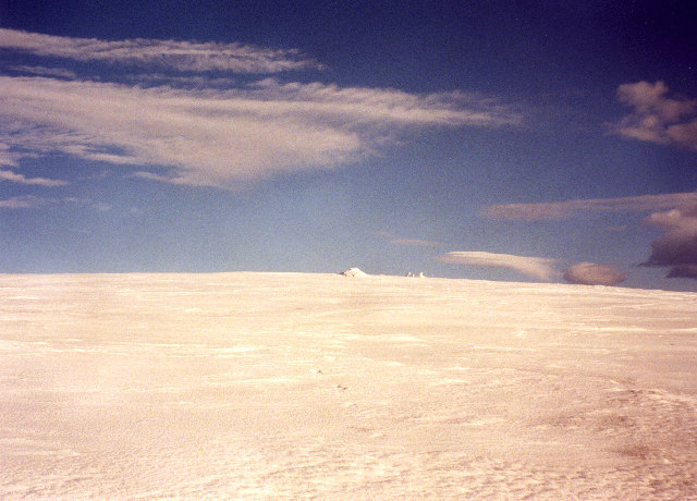 The featureless summit dome of Driesh