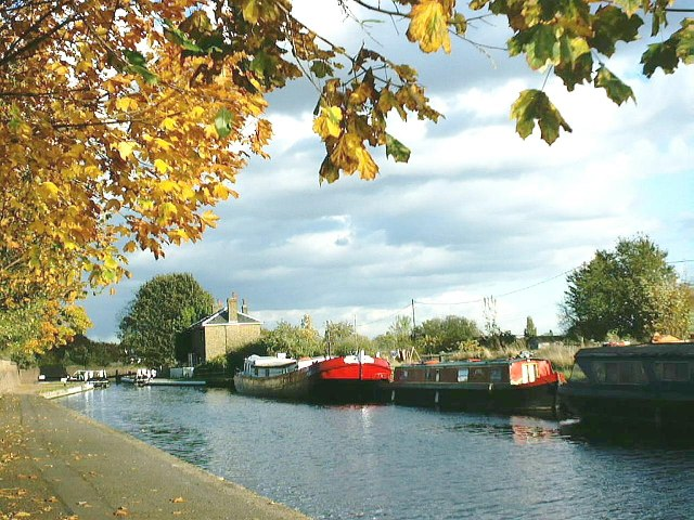 Barges moored near Hanwell locks