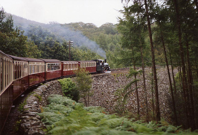 Llanfrothen: train on Cei Mawr