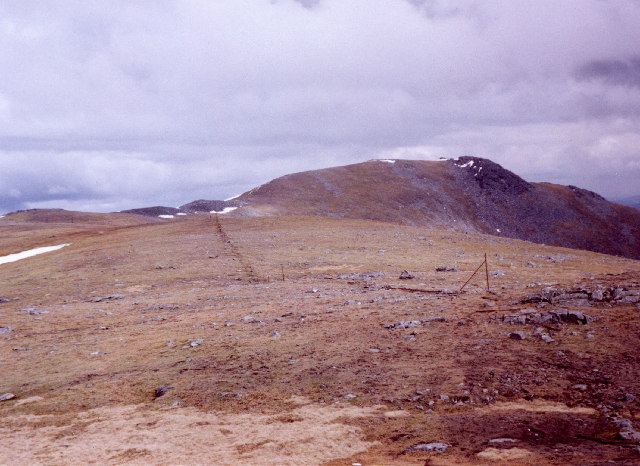 on the broad plateau leading east towards Carn Mairg