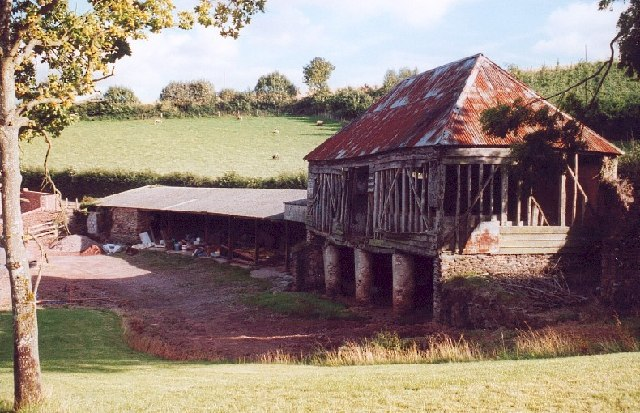 Old barn, Coombe Cross farm