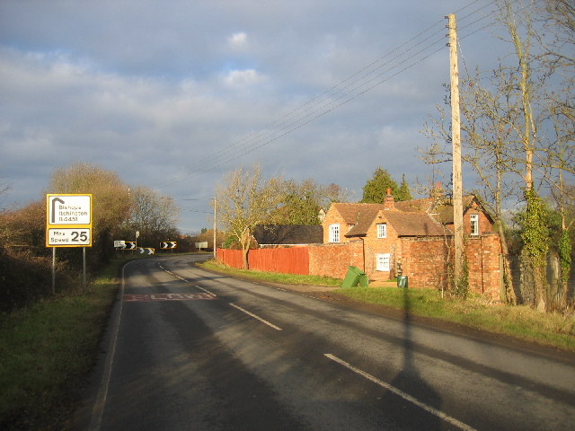 Gaydon Road approaching Cross Green