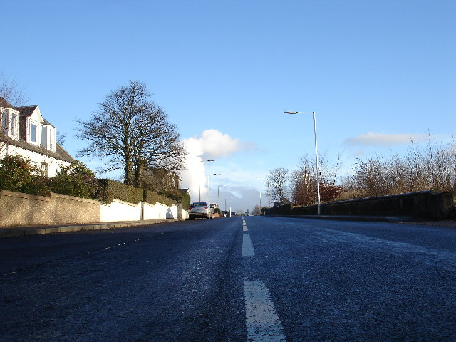 Looking East along Springhill Brae towards Kirkcaldy