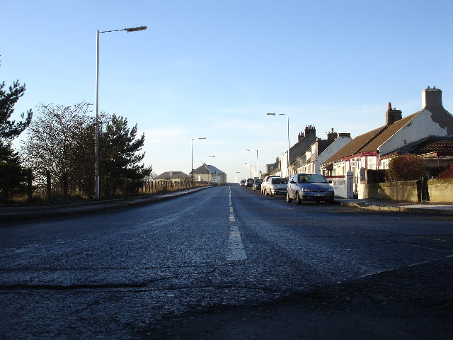 Looking West along Springhill Brae towards Dunfermline