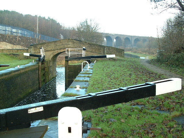 Ladgrave Lock on the Huddersfield Broad Canal