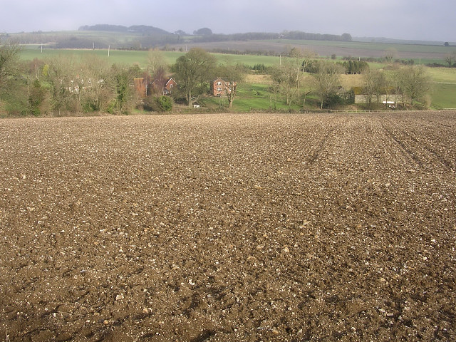 Farmland south of Dole's Ash Farm