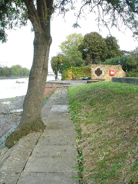 Chiswick Staithe towards Kew Bridge