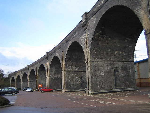 Watford: River Colne railway viaduct
